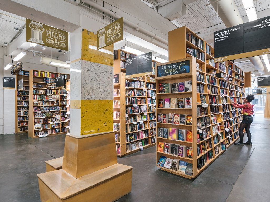 Powell's Books - Pillar of Signatude